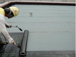 屋上アスファルト防水施工状況